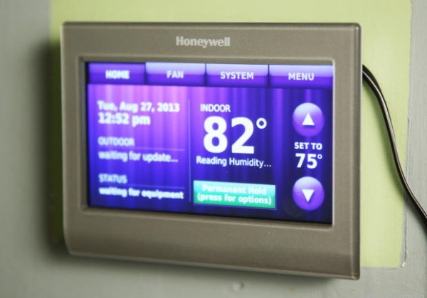 New Honeywell Wi-Fi Smart Thermostat - RTH9580